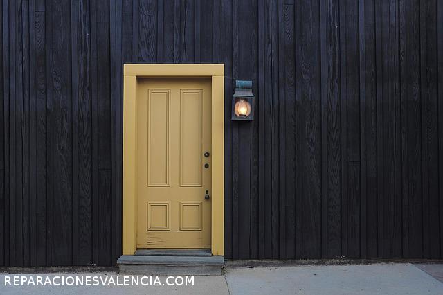 Abrir una puerta sin llave con cerradura tesa nivel f cil for Puerta plegable con cerradura
